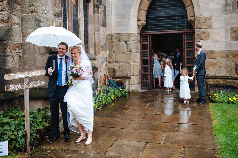 bride and groom umbrella raining wedding