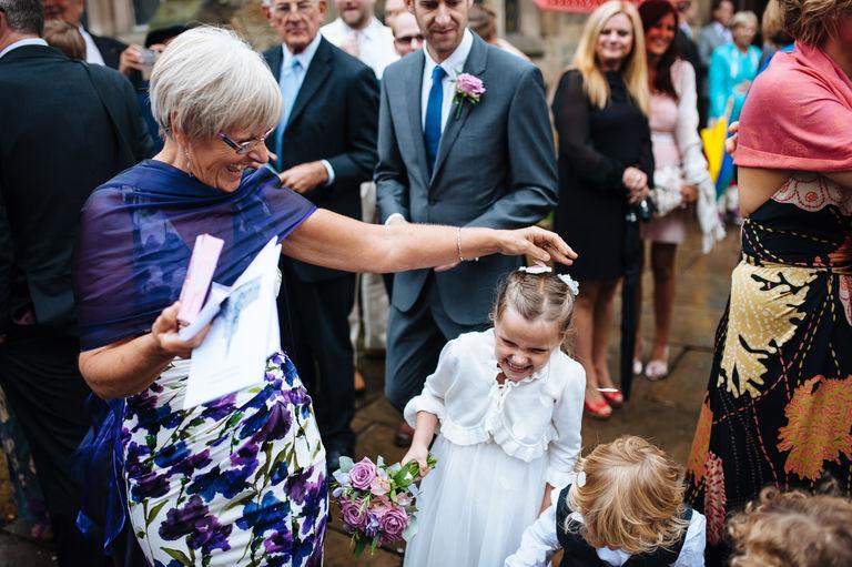 wedding guests confetti