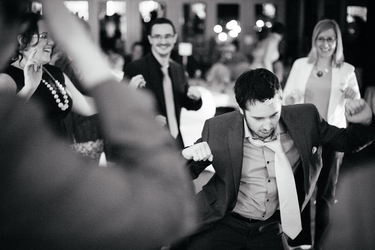 groom throwing shapes on the dance floor