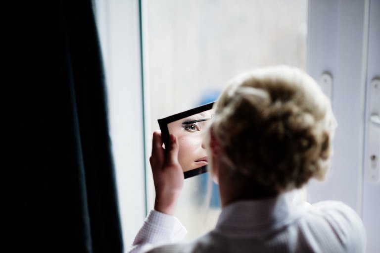 Bride make up mirror