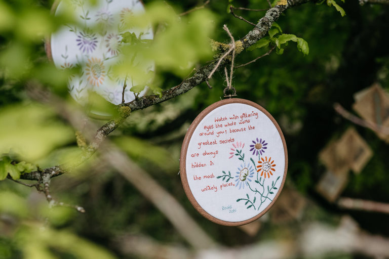 embroidery wedding favours
