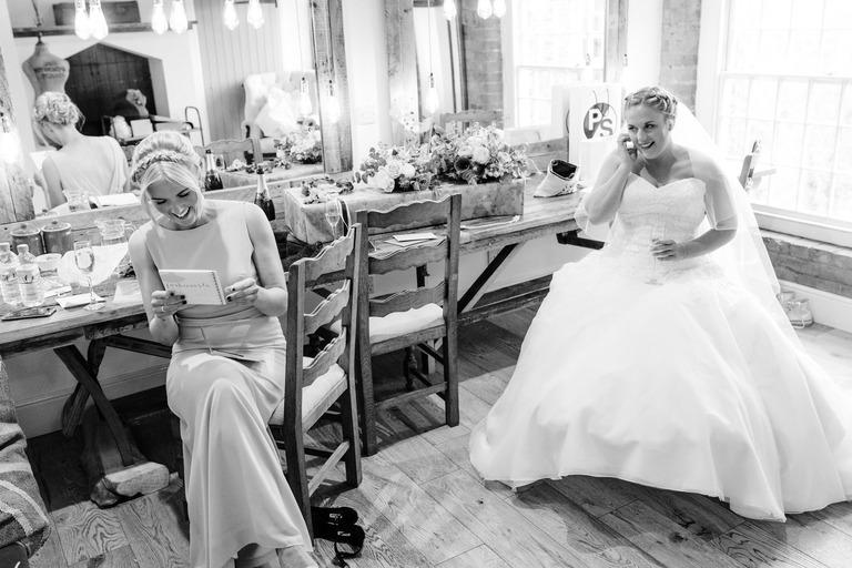 bridesmaid reading thank you card