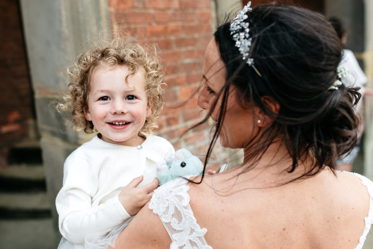 bride with her little daughter