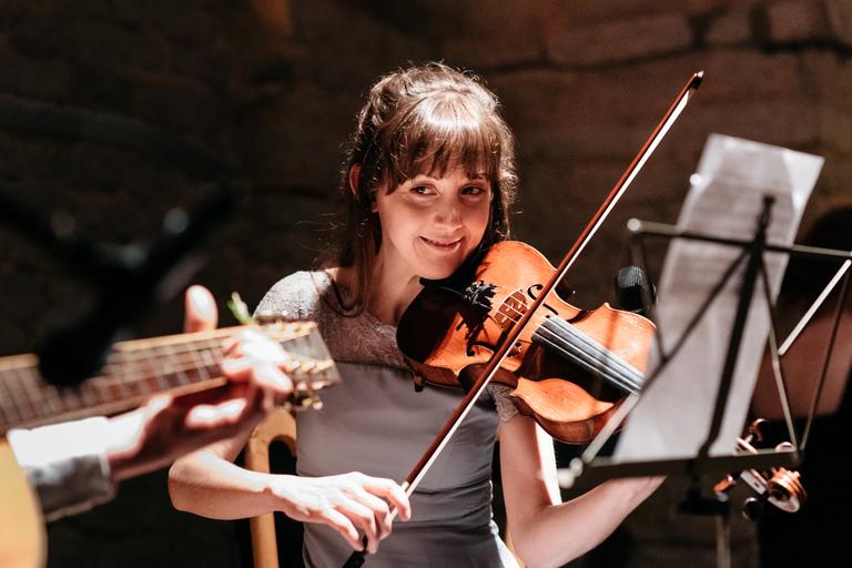 bridesmaid playing violin