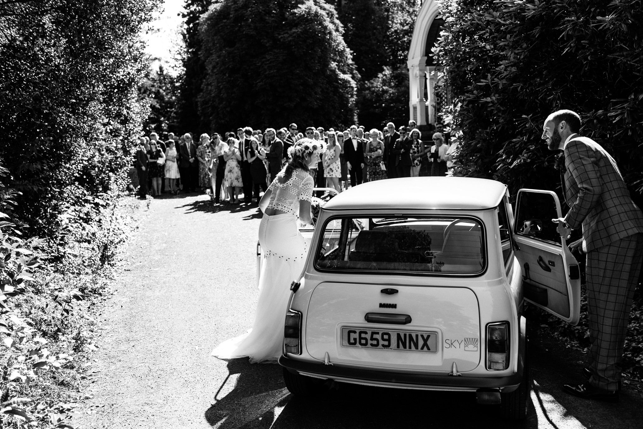 newlyweds leaving the wedding in an old mini