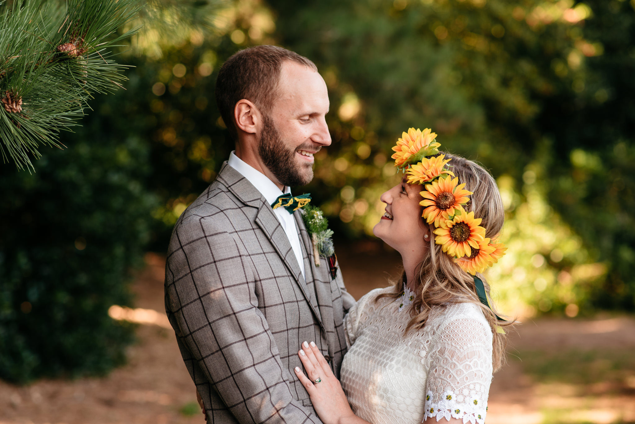 relaxed summer couples portrait in nottinghamshire
